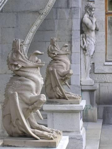 Массандровский Дворец>>Силы его охраняющие.