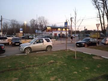 Парковка эвакуировали машину с ул. Молодежная, д. 4 ((